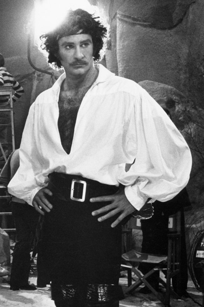 Many-pirates_KevinKline_400px.jpg